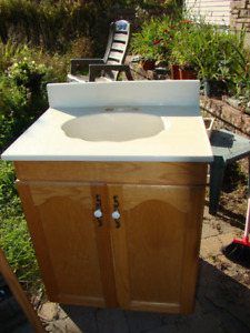 vanity and sink / lavabo et commode