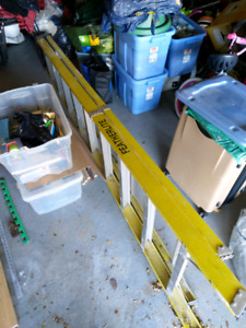 Featherlite 10 foot fiberglass ladder yellow