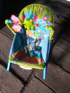 Baby vibrating chair with toys