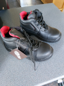STEEL TOE CAP SAFETY BOOTS - BRAND NEW - SIZE 5