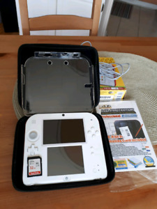 Nintendo 2DS +accessories and 4 DS Games