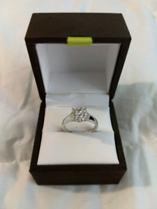 Gorgeous engagement ring** reduced**