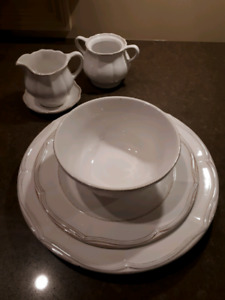 GLAZED WHITE DISH SET for sale