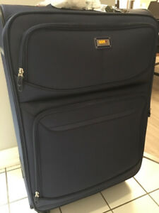 BRAND NEW Via Rail spinner luggage
