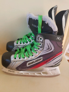 Bauer Vapor select size 4.5 and size 3 hockey skates