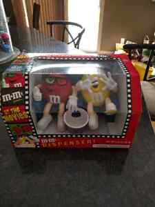 """M&M """"At The Movies"""" Candy Dispenser Collectible"""