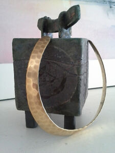 GOLD TONED BRASS NECK COLLAR