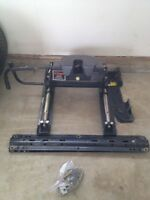 Fifth wheel hitch 800$
