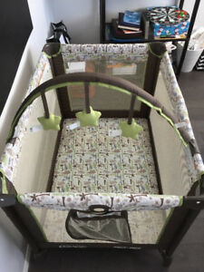 Graco Pack N' Play Playard- Like New Condition