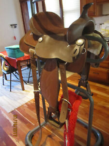 Beautiful Brown Saddle ~ EXCELLENT DEAL, EXCELLENT Condition