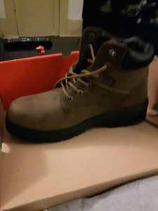 BRAND NEW. MEN'S STEEL TOE BOOTS. SIZE  10