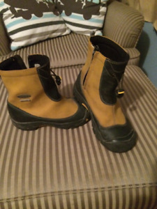Size 3 Boys Keen boots