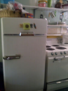 1950s Fridge and Stove in Perfect Working Order