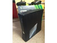 Xbox 360 with 7 top games 2 controllers