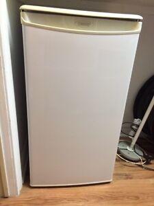 Réfrigérateur compact Danby - compact Danby refrigerator