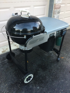 Weber 22in Charcoal BBQ in Black with Work Station