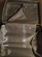 Valise 27 pouces rigide jamais servis couleur noir