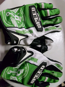 Exc. Cond. Speed and Strength gloves size mens Large