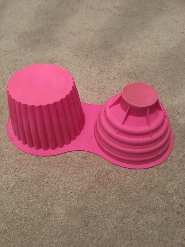 Giant Cupcake Mould / Big Top Cupcake Bake Set Make your own Giant Cup Cakes