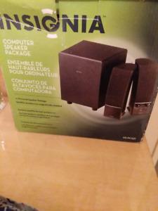 Selling Insignia Computer Speaker