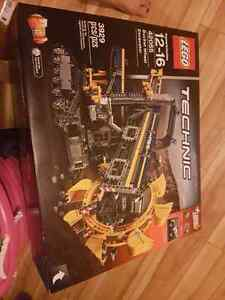 Brand new Yellow excavator Lego set for sale!!!
