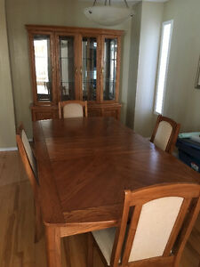 SOLID OAK DINING ROOM SET - GREAT CONDITION!!