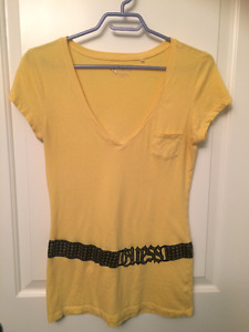 Guess T-shirt in Medium Sized Lot