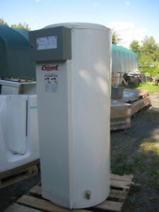 NEW - GIANT - Electric Hot Water Heater - 100Gallon