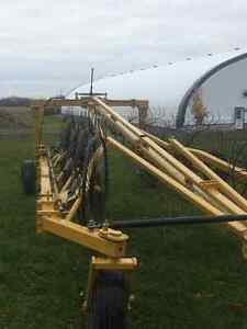 Wheel rake Buhler/Farm king for sale Gatineau Ottawa / Gatineau Area image 2