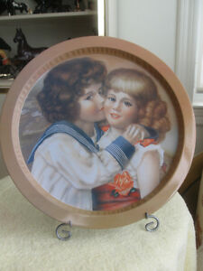"ADORABLE VINTAGE ROUND 13"" SERVING TRAY"