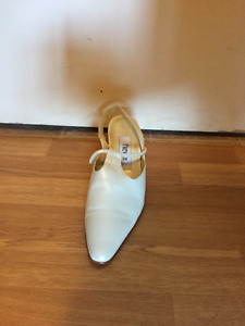 Women's off white sling back shoes