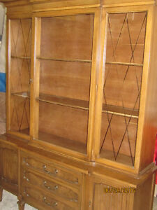 WELL MADE CHINA CABINET
