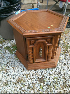 3 END TABLES ASKING $30.00 EACH OR $75.00 FOR 3