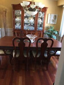 DINING ROOM SET WITH BUFFET / HUTCH   CHERRYWOOD