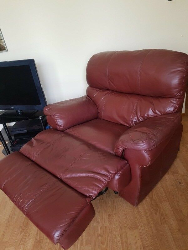 Brown / Burgundy Recliner / Reclining Chair