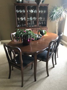 Dining Room Suite With Seating For 6