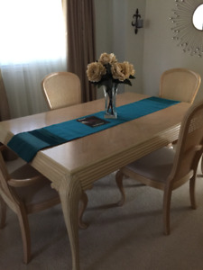 Dining Set And Matching Hutch/cabinet