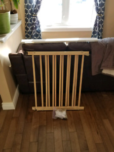 Evenflo Top Of The Stairs Baby Gate And Post Protector