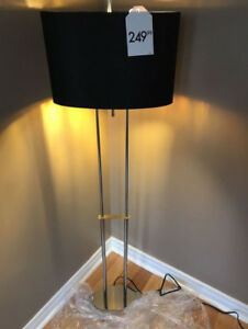 MODERN SLEEK FLOOR LAMP$95 RETAIL$249.99 BRAND NEW LAST ONE GRA