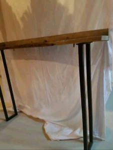 MUST GO- Accent table/ Entry way Table