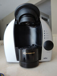 Braun Tassimo Model 3107 1 Cup Expresso, Cappuccino Maker Kitchener / Waterloo Kitchener Area image 3