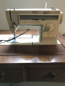 Singer home sewing machine (many stitch patterns) made in France