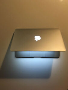 MacBook Air 11.6 inch, intel i7, RAM 8 GB