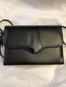 LECO BLACK LEATHER PURSE - FROM NATURALIZER - LIKE NEW