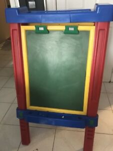 Double sided Battat easel in great condition
