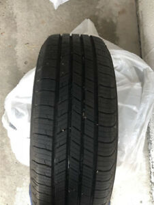 Like new 4 Michelin 205/60/16 All season tires 205/60r16