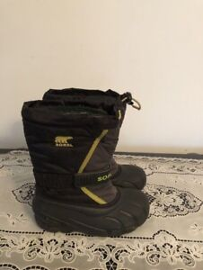 Sorel snow-boots youth size 1. AVAILABLE