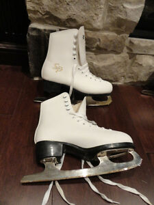 Pair of CCM 30 White Girls Skates Like new -Youth Size 2