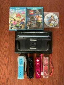 32 GB Wii U with 4 wiimotes and three games
