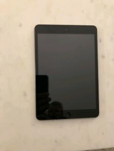 4x Ipad Mini- First Generation w/ OEM Charger